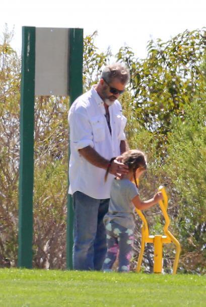Incluso al final se mostró muy cariñoso con su hija, acariciándole la nu...
