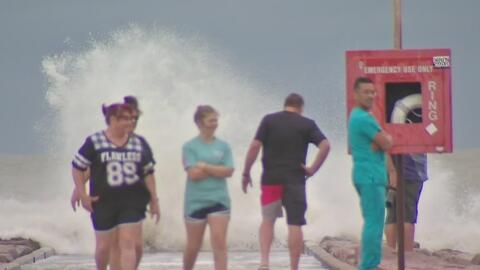 La presencia de la tormenta tropical Cindy ya se siente en Galveston con...