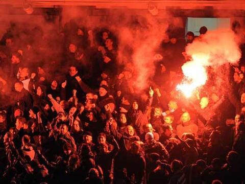 Clásico de fútbol en Manchester, Inglaterra, con el partid...