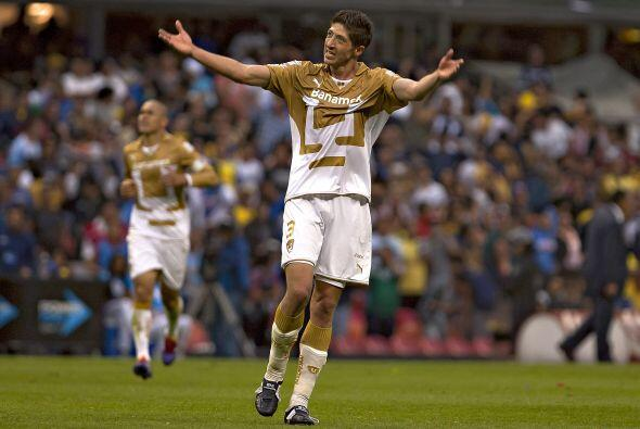 Luego de defender la playera de Pumas por muchos años el zaguero Marco A...