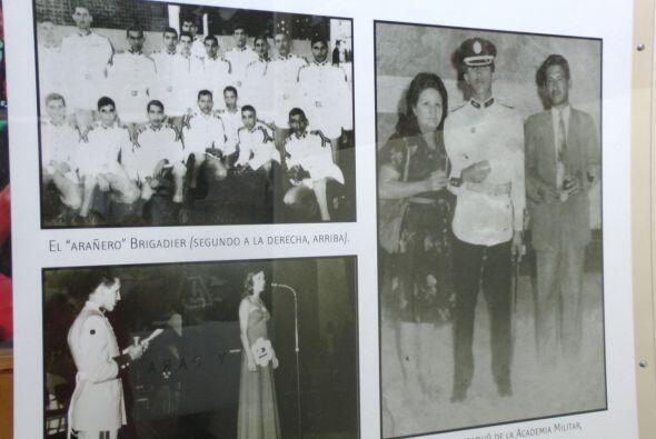 También se muestran recuerdos de sus inicios en la Academia Militar de V...