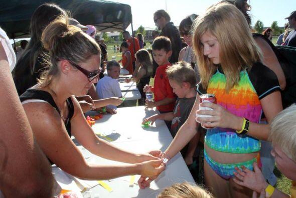 El personal del evento registró a los niños...