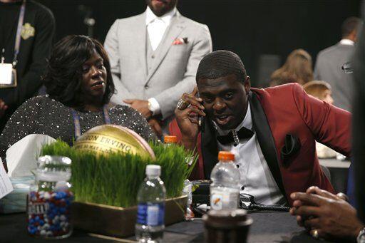 Cameron al momento de recibir la llamada de los Browns (AP-NFL).