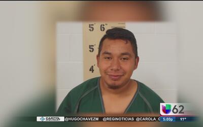 Dictan sentencia a inmigrante que agredió a agentes al momento de ser de...