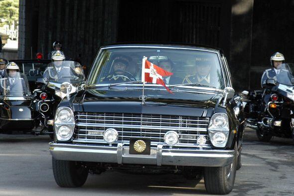 Japón:El auto oficial del Empeador Akihito fue por muchos años un Nissan...