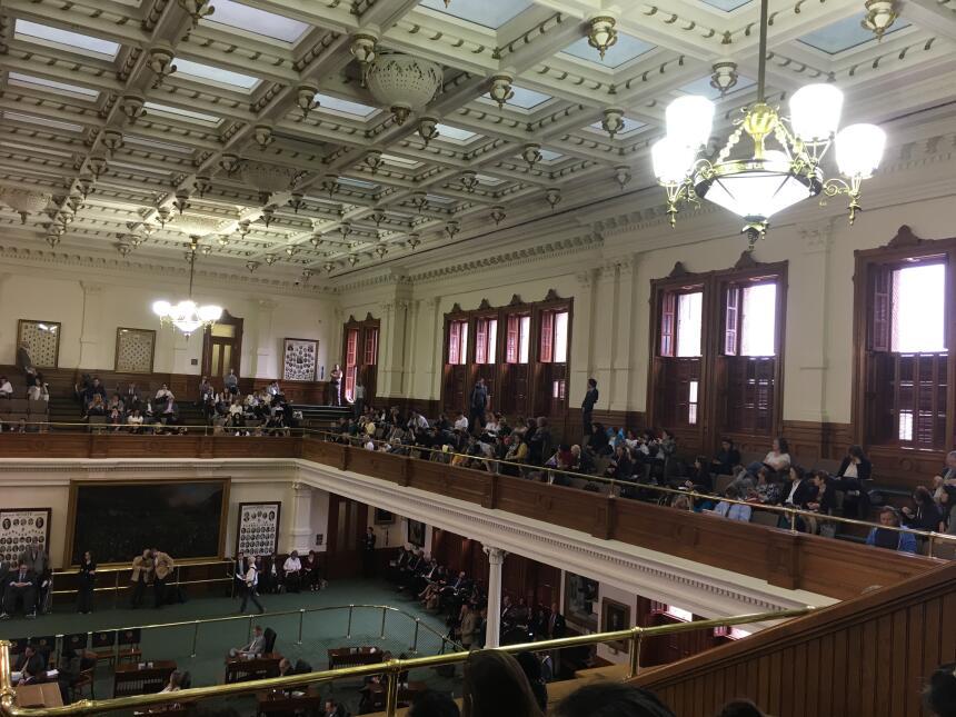 Cientos de personas acuden a la audiencia sobre la propuesta de ley SB4