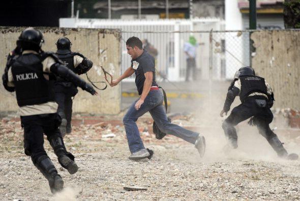 La Policía Nacional Bolivariana (PNB) y la Guardia Nacional (GNB,...