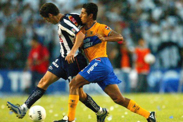 La primera ocasión que Tigres y Rayados se enfrentaron en una Liguilla f...