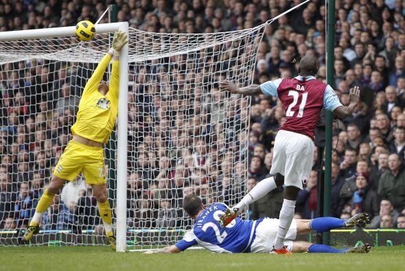 Lo intentó hasta el final, pero West Ham cayó 1-0 ante Birmingham.