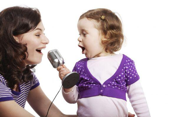 A cantar en el karaoke. No importa si son una familia de artistas o no....