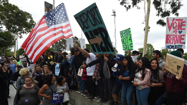 Protesta contra Clinton en ELACC.