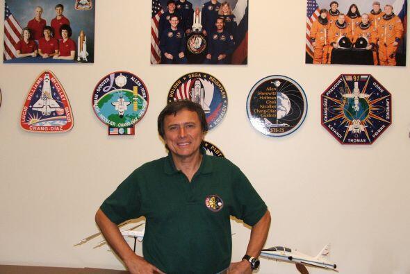 Franklin Chang Díaz: Es un astronauta costarricense que fue el primer ci...
