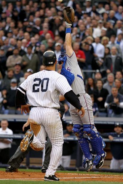 Jorge Posada recibió el juego perfecto del lanzador David Wells en 1998.