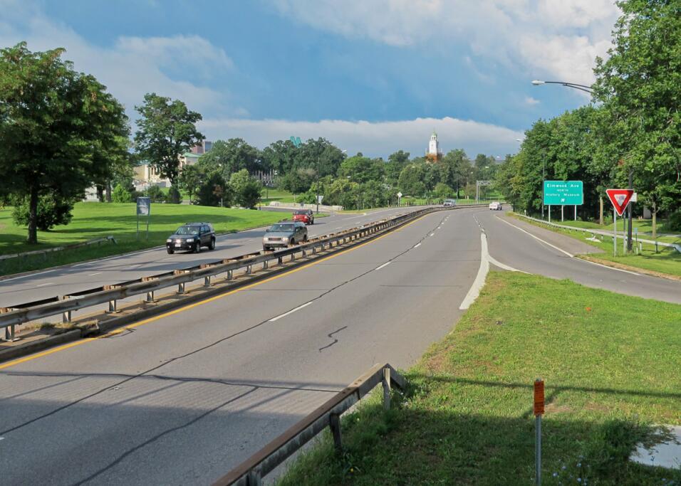 La Scajaquada Expressway, en Buffalo, Nueva York, cortó un espectacular...