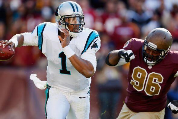 Cam Newton completó 13 pases para 201 yardas, un touchdown y otra anotac...
