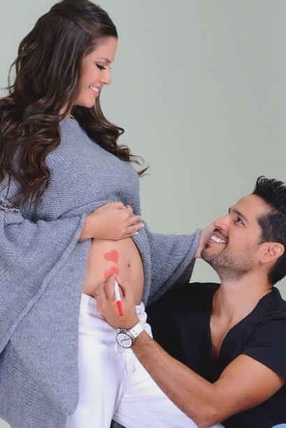 ¡Qué imagen más bella! Ana y Luis pintando de amor la vida de su bebé. (...