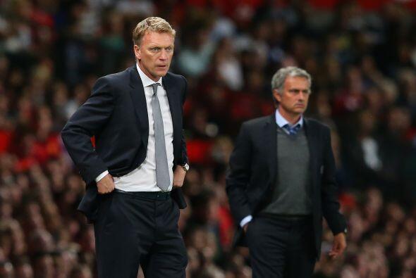 Moyes y Mourinho no dejaban de dar instrucciones esperando que sus jugad...