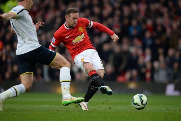 Todavía en actividad del primer tiempo el delantero Wayne Rooney marcarí...