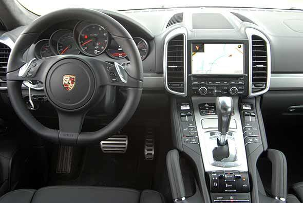 En su interior sigue siendo una SUV que ofrece todo el lujo y la última...