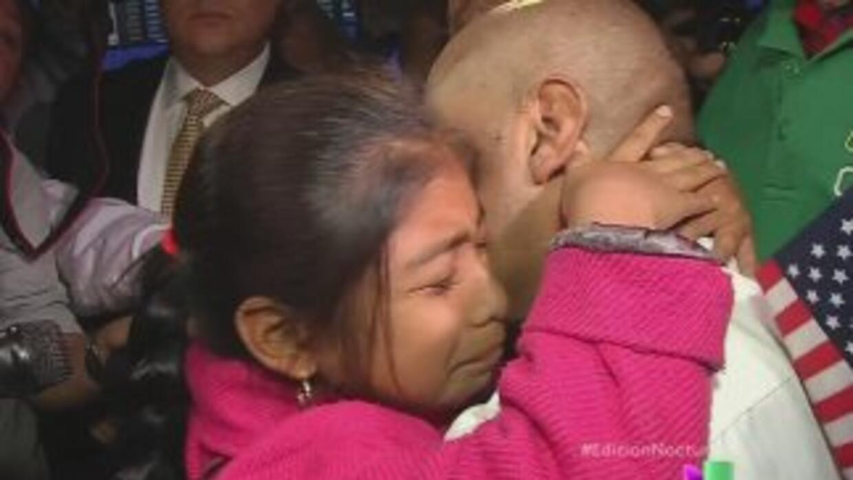 Finales de marzo de 2014. Jersey Vargas abraza a su padre, Mario, tras s...