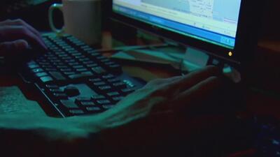 Mujer descubrió pornografía infantil en el celular de su novio, el sujeto fue arrestado