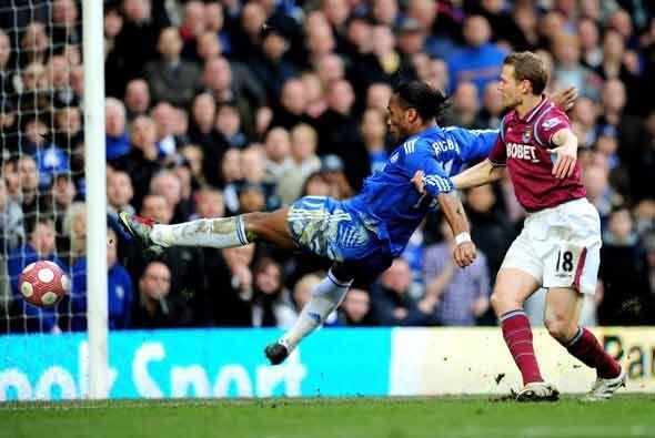 También goleó el Chelsea al West Ham con dos tantos de Drogba, incluido...
