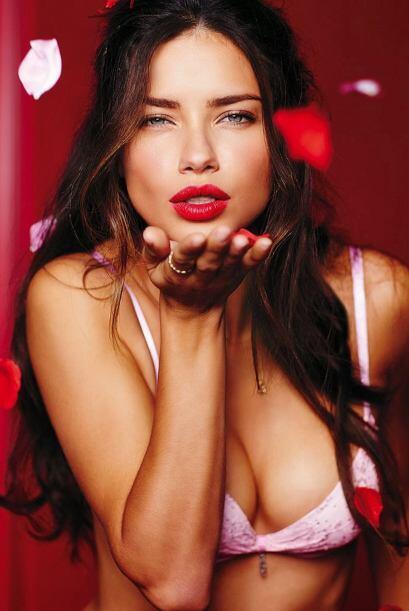 Adriana LimaEsta guapa cautivó en portadas de revistas internacionales d...
