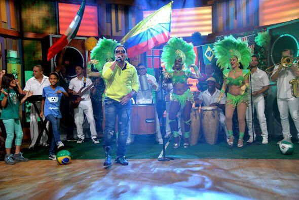 Con un espectacular escenario mundialista, el cantante puertorriqueño de...