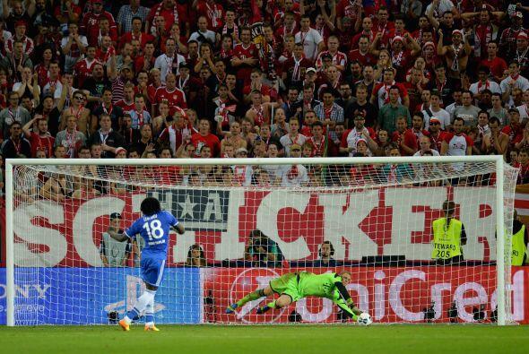 Neuer también ha demostrado ser muy bueno para atajar penales ya que rea...
