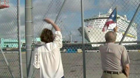 Más de tres mil personas llegaron al puerto de Fort Lauderdale en...