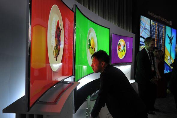 Las pantallas OLEd curvas parecen ser el futuro de la industria.