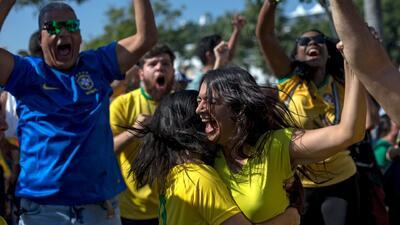 Los hinchas brasileños 'estallaron' en euforia tras la victoria ante Costa Rica en Rusia