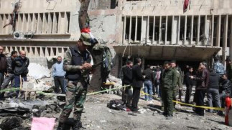 El gobierno sirio se comprometió a retirar sus tropas a más tardar el 10...