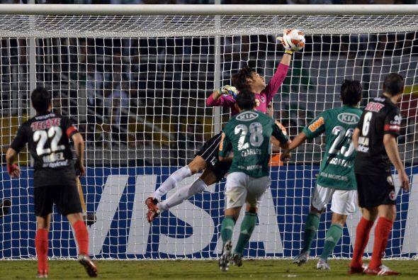 Cirilo Saucedo no tuvo una noche llena de trabajo, pero las jugadas en l...