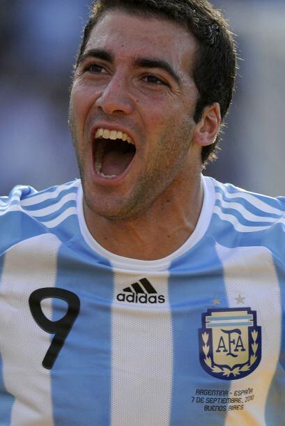 Gonzalo Higuaín festejando el segundo gol argentino, el ´Pipita´ tuvo un...