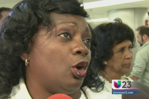 Las integrantes del grupo disidente cubano Damas de Blanco recogieron es...