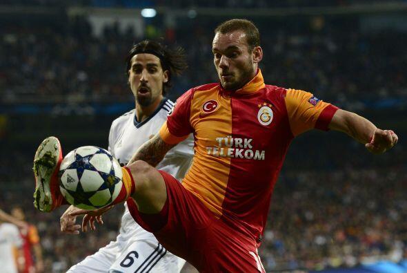 Sneijder regresó al Santiago Bernabéu para enfrentar a sus excompañeros.