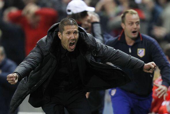 El entrenador de casa, el 'Cholo' Simeone, festejó al máximo ese tanto.