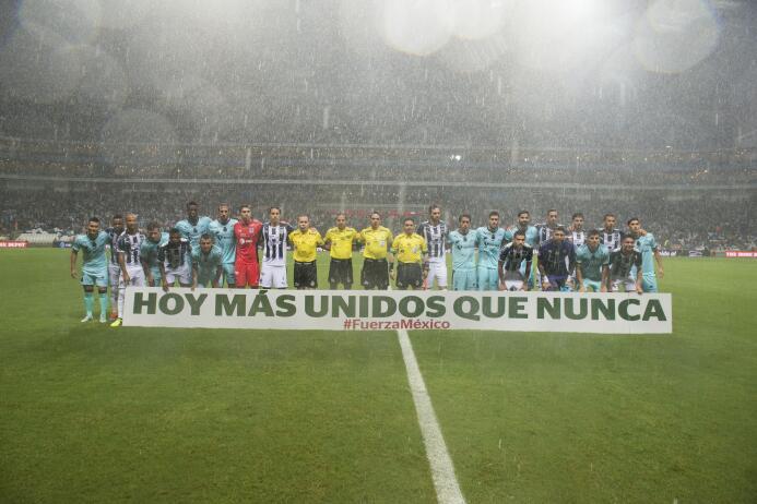 Muestras de apoyo en la Liga MX: Monterrey Vs. Santos