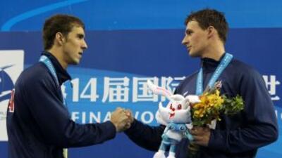 Ryan Lochte paró el crono en 1:44.41 por 1:44.79 de Phelps para llevarse...