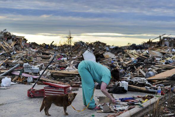 El tornado del lunes mató a por lo menos 24 personas, destruy&oac...