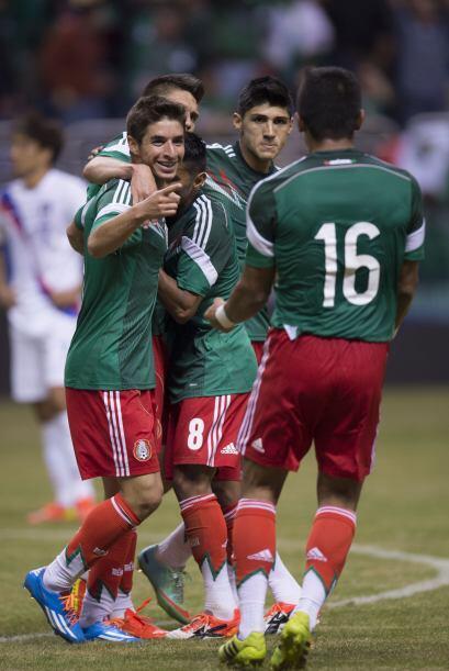 Brizuela y Pulido no cesaron en felicitar a la 'estrella' del equipo azt...