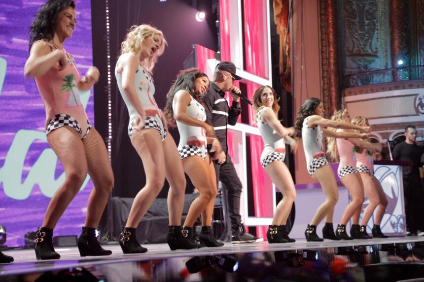 Wisin llenó de música urbana el escenario en Teletón USA.