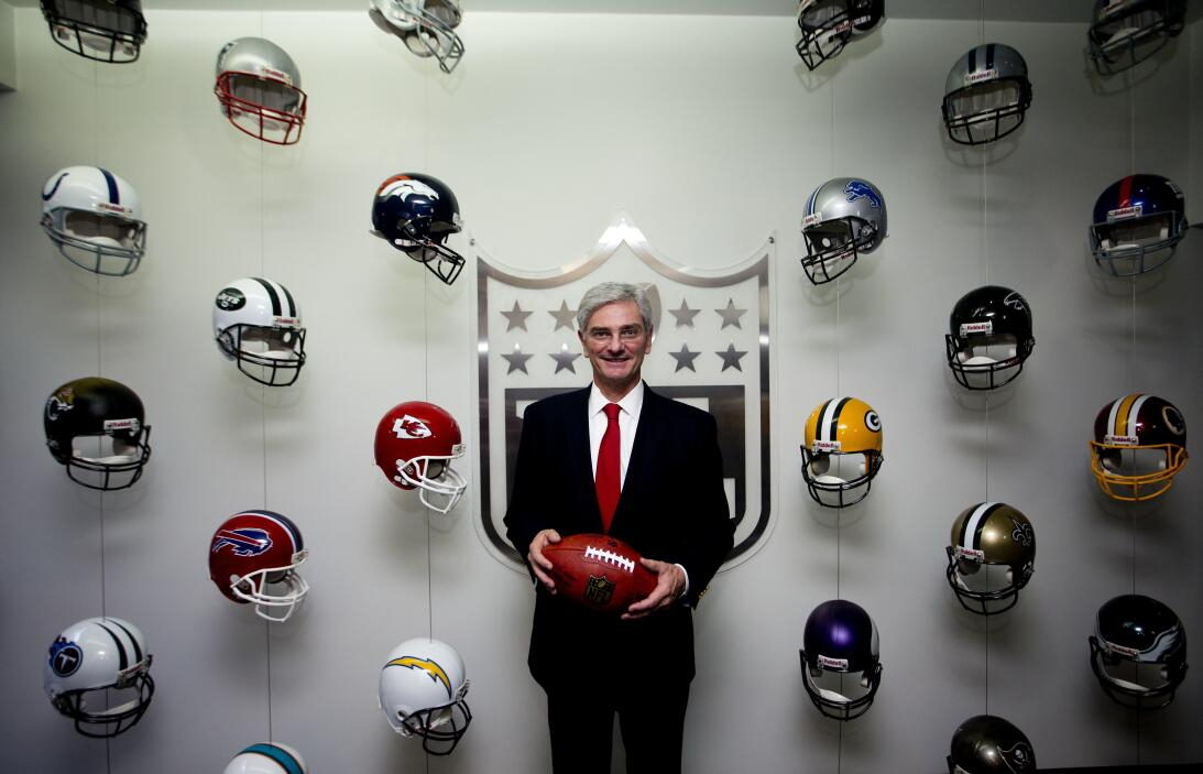La NFL en México: diversión para fanáticos y para leyendas AP_1632063787...