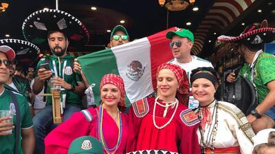 El colorido de los fanáticos en medio del duelo clave entre México y Suecia