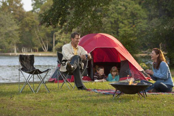 'Campings'. Los más completos ofrecen agua caliente las 24 horas, piscin...