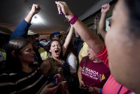 Los gritos estallaron frente a la sede del comando opositor en Caracas c...