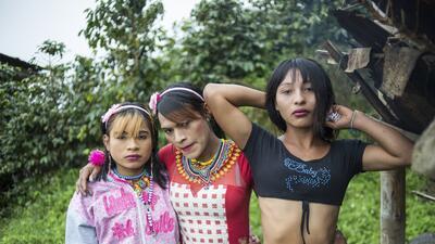 Johana, Eliana y Viviana, son tres de las mujeres de la etnia Embera que...