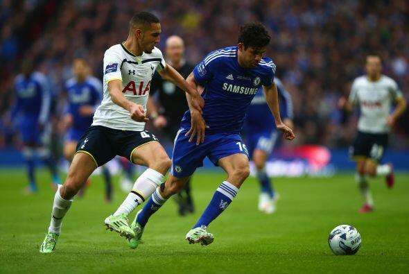 El partido arrancó con dos cuadros con diferentes posturas, Tottenham co...