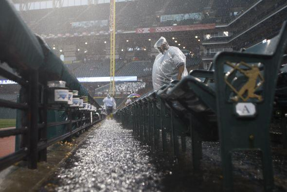 La lluvia cayó con fuerza, lo que impidió la realización de partidos.